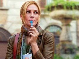 julia roberts eating frozen yogurt outside with leather jacket